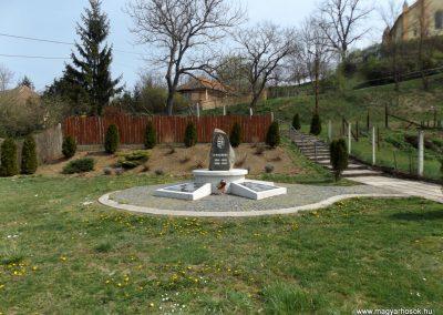 Karancslapujtő világháborús emlékmű 2019.04.10. küldő-Bóta Sándor (1)