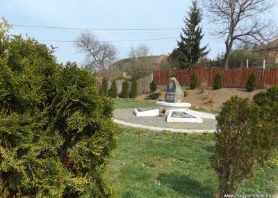 Karancslapujtő világháborús emlékmű 2019.04.10. küldő-Bóta Sándor (13)
