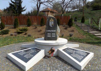 Karancslapujtő világháborús emlékmű 2019.04.10. küldő-Bóta Sándor (2)