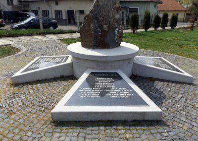 Karancslapujtő világháborús emlékmű 2019.04.10. küldő-Bóta Sándor (5)