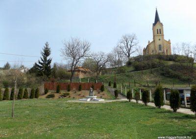 Karancslapujtő világháborús emlékmű 2019.04.10. küldő-Bóta Sándor (kalyhas)