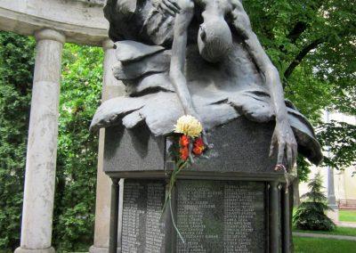 Karcag II. világháborús emlékmű 2013.05.25. küldő-kalyhas (11)