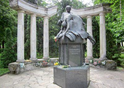 Karcag II. világháborús emlékmű 2013.05.25. küldő-kalyhas (2)