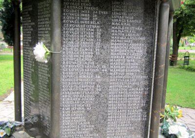 Karcag II. világháborús emlékmű 2013.05.25. küldő-kalyhas (7)