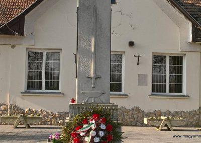 Karcsa világháborús emlékmű 2017.11.19. küldő-Eszterhai Zsuzsa (2)