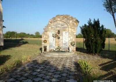 Kardoskút II. világháborús emlékmű 2012.07.14. küldő-Sümec (2)