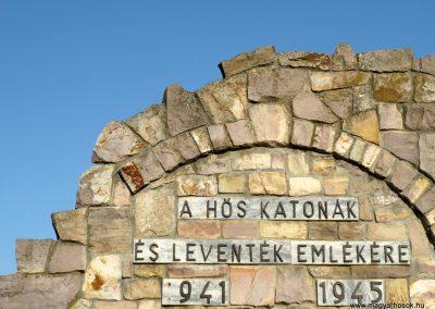 Kardoskút II. világháborús emlékmű 2012.07.14. küldő-Sümec (4)