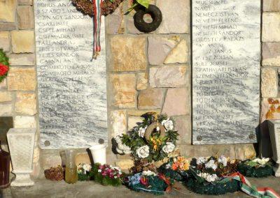 Kardoskút II. világháborús emlékmű 2012.07.14. küldő-Sümec (5)