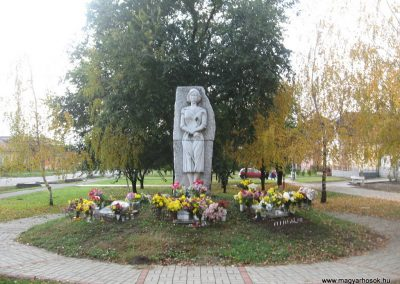 Kartal világháborús emlékmű 2009.11.09. küldő-kalyhas