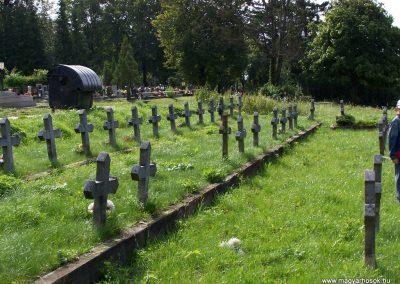 Kassa I.vh emlékmű és katonasírok 2010.09.12. küldő-Tóth Miklós (6)
