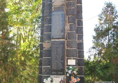Kazár világháborús emlékmű 2008.10.17. küldő-kalyhas (1)