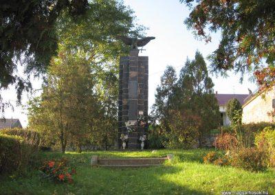 Kazár világháborús emlékmű 2008.10.17. küldő-kalyhas