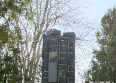 Kazár világháborús emlékmű Megrongálták, lelopták a turult... (1)