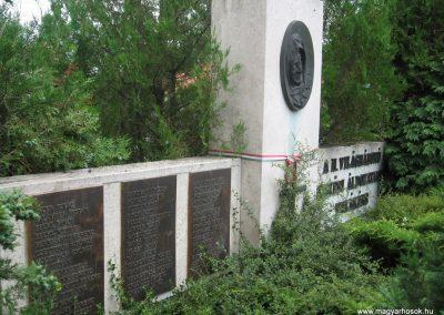 Kecskéd II.vh emlékmű 2008.07.04.küldő-Kályhás (1)