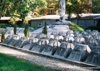 Kecskemét Szentháromság kegyeleti temető I. világháborús emlékhely 2010. küldő-Emese (2)