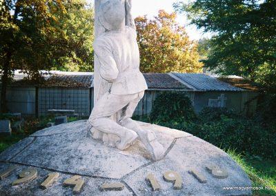 Kecskemét Szentháromság kegyeleti temető I. világháborús emlékhely 2010. küldő-Emese (3)