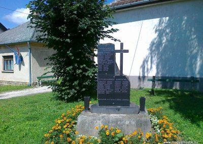 Kehidakustány világháborús emlékmű 2010.08.10. küldő-Csiszár Lehel