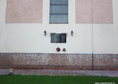 Kelebia II.vh emléktábla 2011.08.17. küldő-kalyhas (1)