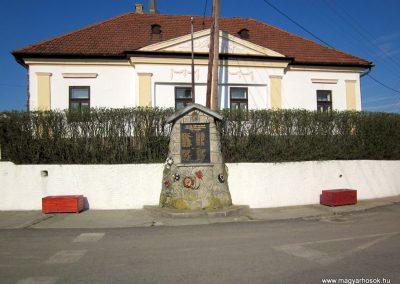 Kelemér világháborús emlékmű 2013.04.21. küldő-kalyhas