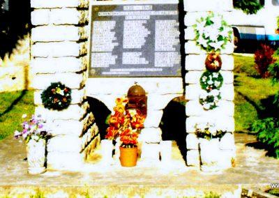 Kemenesmagasi világháborús emlékmű 2010.08.08. küldő- -NEMES- (2)