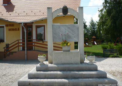 Kemenespálfalva világháborús emlékmű 2009.07.01.küldő-Sümec (1)
