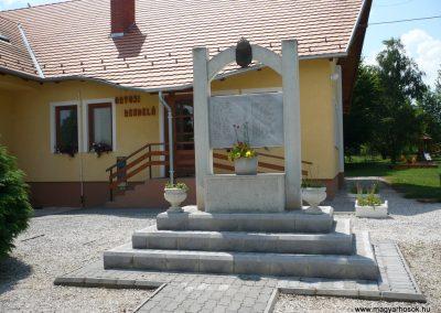 Kemenespálfalva világháborús emlékmű 2009.07.01.küldő-Sümec