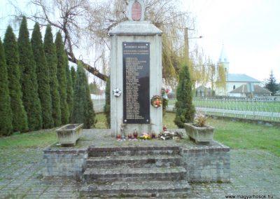 Kenézlő világháborús emlékmű 2009.12.05. küldő-Ágca (1)