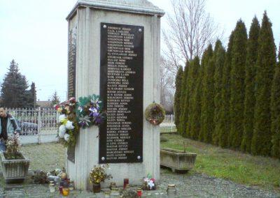 Kenézlő világháborús emlékmű 2009.12.05. küldő-Ágca (3)