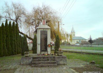 Kenézlő világháborús emlékmű 2009.12.05. küldő-Ágca