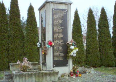 Kenézlő világháborús emlékmű 2009.12.05. küldő-Ágca (5)