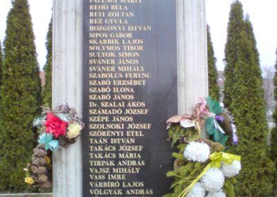 Kenézlő világháborús emlékmű 2009.12.05. küldő-Ágca (6)