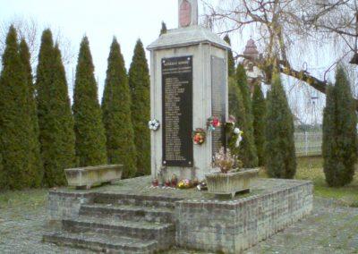 Kenézlő világháborús emlékmű 2009.12.05. küldő-Ágca (7)