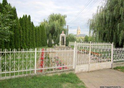 Kenézlő világháborús emlékmű 2012.08.15. küldő-kalyhas