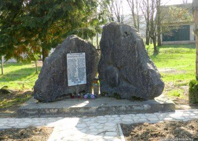 Kercseliget II. világháborús emlékmű 2016.03.20. küldő-Huber Csabáné