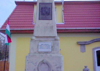 Kerecsend Hősi emlékmű 2006.11.19. küldő-Kályhás (1)