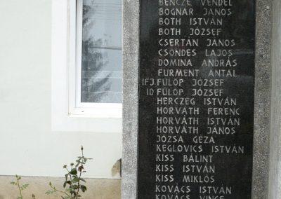 Kerecseny világháborús emlékmű 2010.10.04. küldő-Sümec (2)
