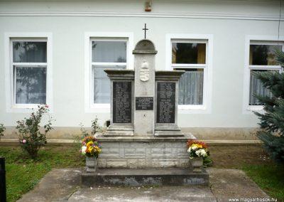 Kerecseny világháborús emlékmű 2010.10.04. küldő-Sümec