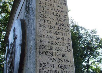 Kerekegyháza világháborús emlékmű 2007.10.16.küldő-Markó Péter (1)