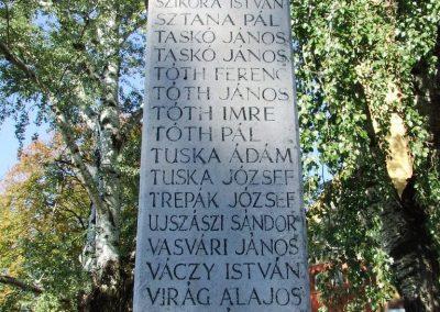 Kerekegyháza világháborús emlékmű 2007.10.16.küldő-Markó Péter (3)