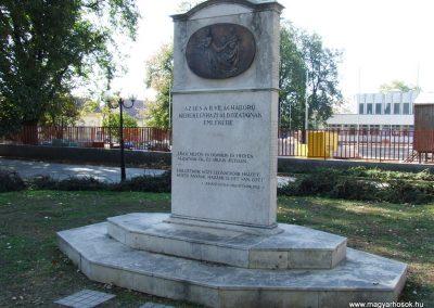 Kerekegyháza világháborús emlékmű 2007.10.16.küldő-Markó Péter