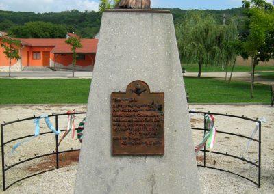 Kereki világháborús emlékmű 2010.08.05. küldő-Mistel (10)