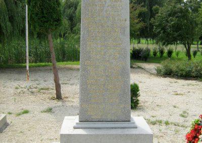 Kereki világháborús emlékmű 2010.08.05. küldő-Mistel (12)