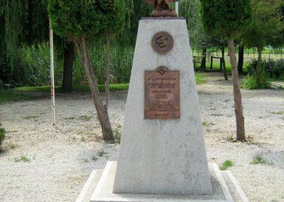 Kereki világháborús emlékmű 2010.08.05. küldő-Mistel (4)