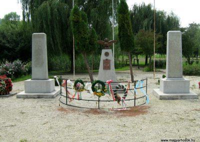 Kereki világháborús emlékmű 2010.08.05. küldő-Mistel