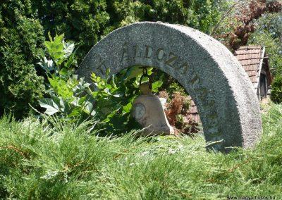 Kerkaszentkirály világháborús emlékmű az elesett katonák fejfáival 2012.07.10. küldő-Sümec (3)