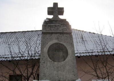 Keszeg világháborús emlékmű 2010.01.26. küldő-kalyhas (2)