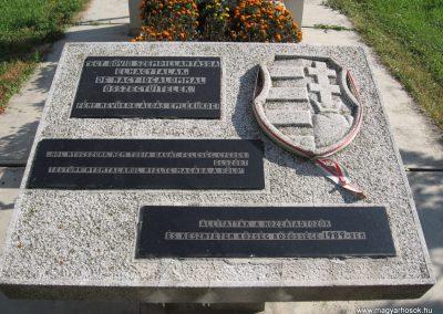 Kesznyéten II.vh emlékmű 2007.09.24.küldő-Kályhás (2)