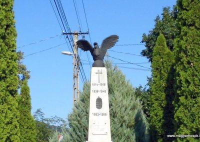 Kesztölc világháborús emlékmű 2013.08.16. küldő-Méri (1)