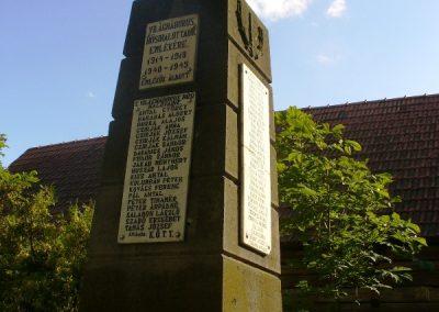 Kilyénfalva világháborús emlékmű 2008.08.11.küldő-Era (1)