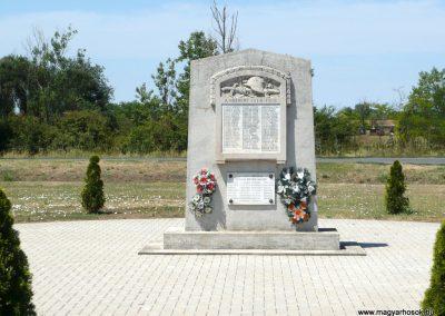 Királyhegyes világháborús emlékmű 2012.07.13. küldő-Sümec (1)